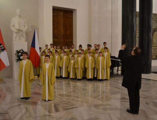 V Rothmayerově sále Pražského hradu zpívali Boni pueri rakouskému prezidentovi!